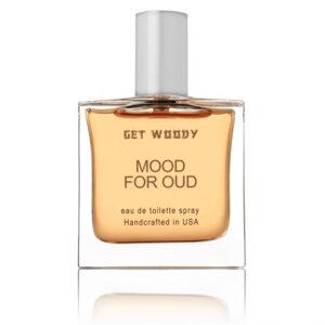 四角のボトル香水の色は明るい茶色、トップはシルバー