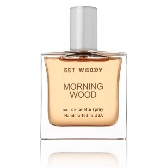 四角のボトル、薄いオレンジの香水、トップはシルバー